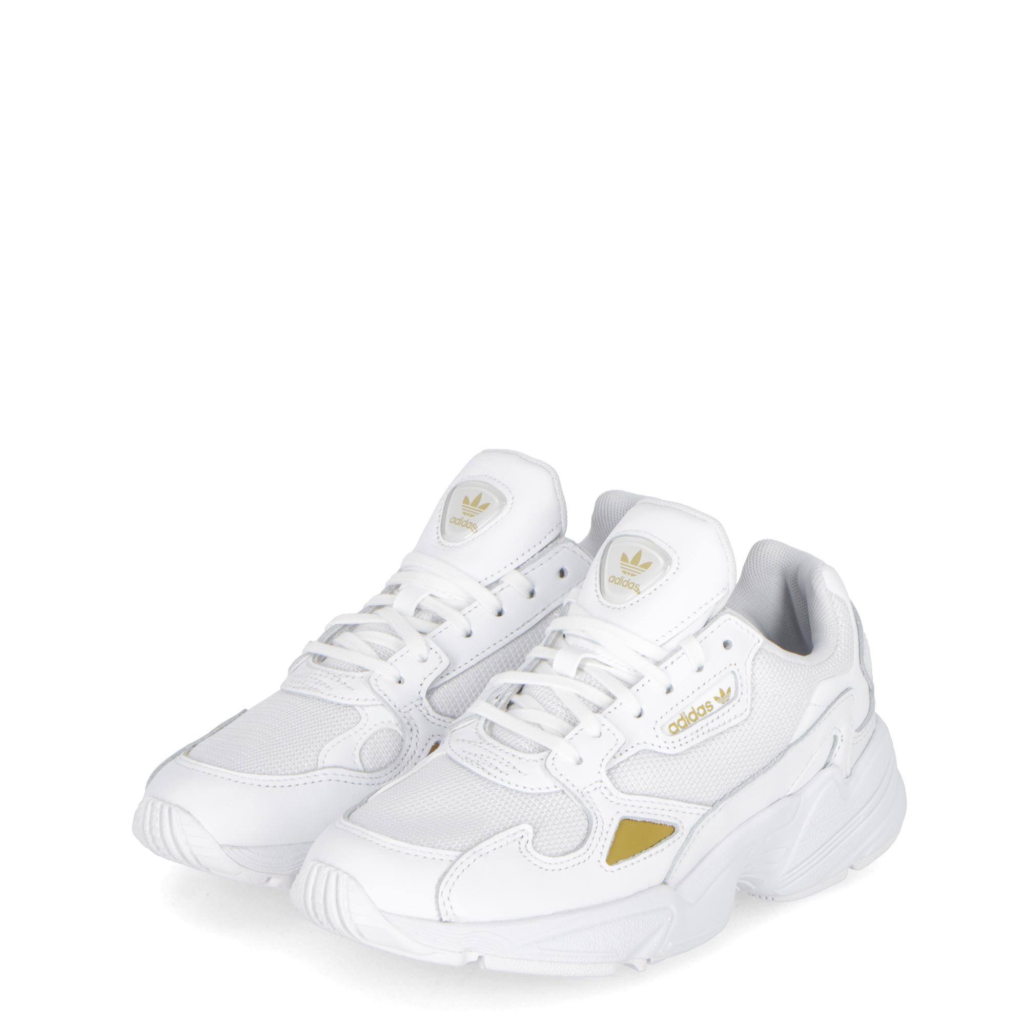 uk availability f3542 9a818 Adidas Falcon White white gold met