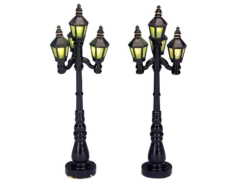 Set Di N. 2 Lampioni In Stile 'old English Streetlamp', Funzionanti, Di Lemax.