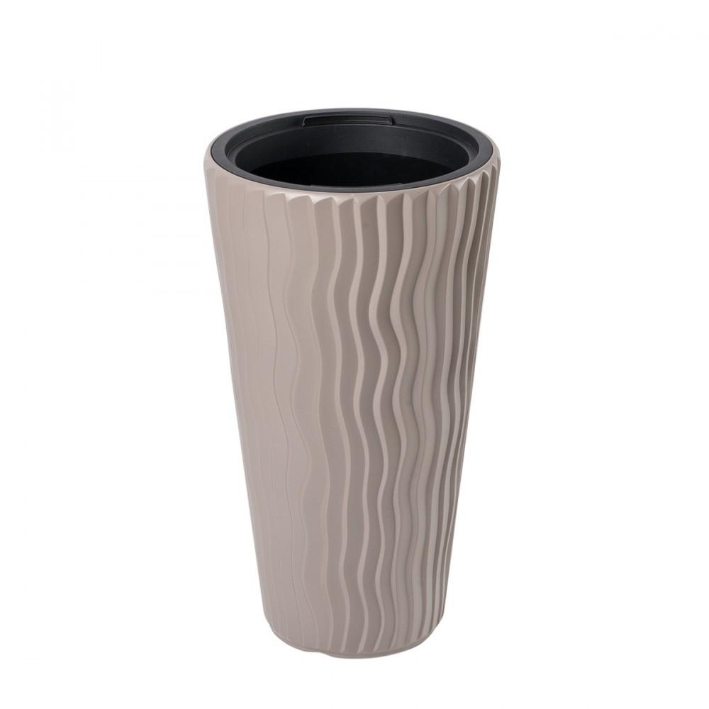 Vaso Alto Modello Sandy Slim Di Colore Sabbia. Con Decorazione In Rilievo Tridimensionale Effetto Onde. Disponibile In Diversi Diametri.