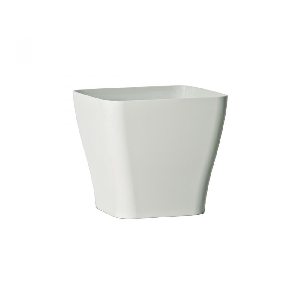 Vaso In Plastica Lucida Modello Quadria Di Euro3plast. Quadria è Un Vaso Elegante E Squadrato, Adatto Per Arredare Gli Ambienti Indoor. Ideato Per Essere Utilizzato Come Coprivaso, Permette Di Inserire Direttamente La Pianta Col Suo Contenitore D'origine Al Suo Interno: In Questo Modo Il Vaso Funge Da Sottovaso E Da Riserva D'acqua.